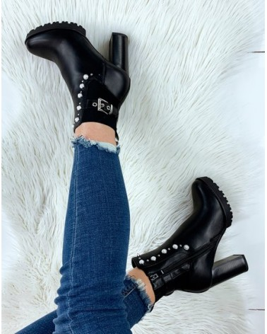 BOTTINES SYNDY NOIRES À TALON AVEC SANGLE ET PERLES